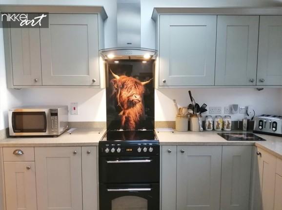 Scottisch highlander on a kitchen back splash
