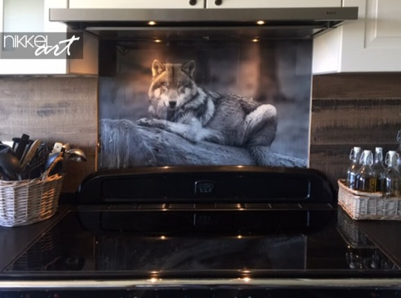 Glass kitchen splashback with a photo of a wolf