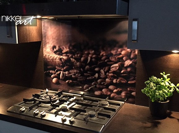 Glass kitchen splashback with a photo of coffee beans