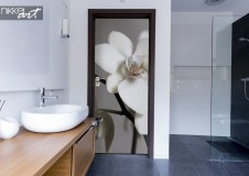 Bathroom with Doorsticker Orchid